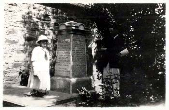 American Board missionaries standing next to Elias Riggs' grave at Istanbul's Feriköy Protestant Cemetery, Memorial Day 1924. The tombstone is inscribed with epitaphs in several of the languages into which he translated the Scriptures.